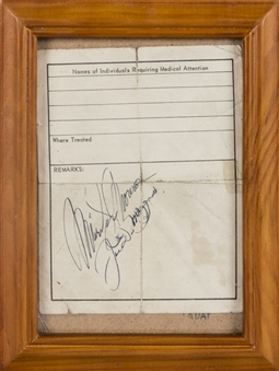 Joe DiMaggio & Marilyn Monroe Signed Page In Frame With 2 Photos From Tokyo Airport (Beckett)